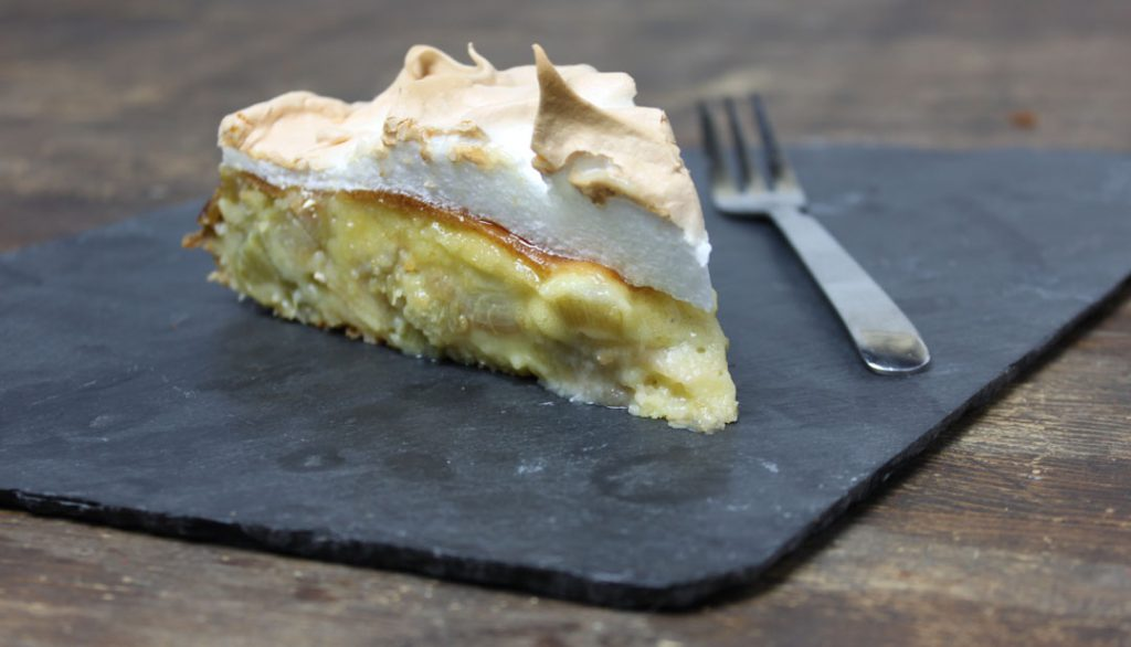 Rhabarber-Baiser-Kuchen macht Schleckermäuler glücklich