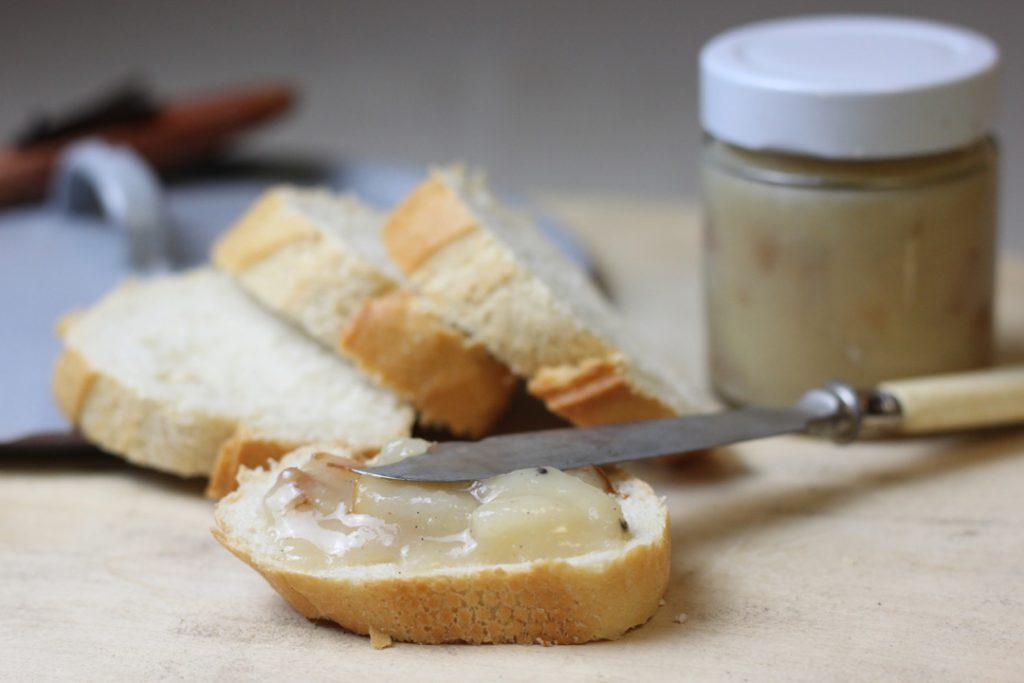 Die Birnen Marzipan Marmelade pur auf Brot oder zu deftigen Speisen genießen