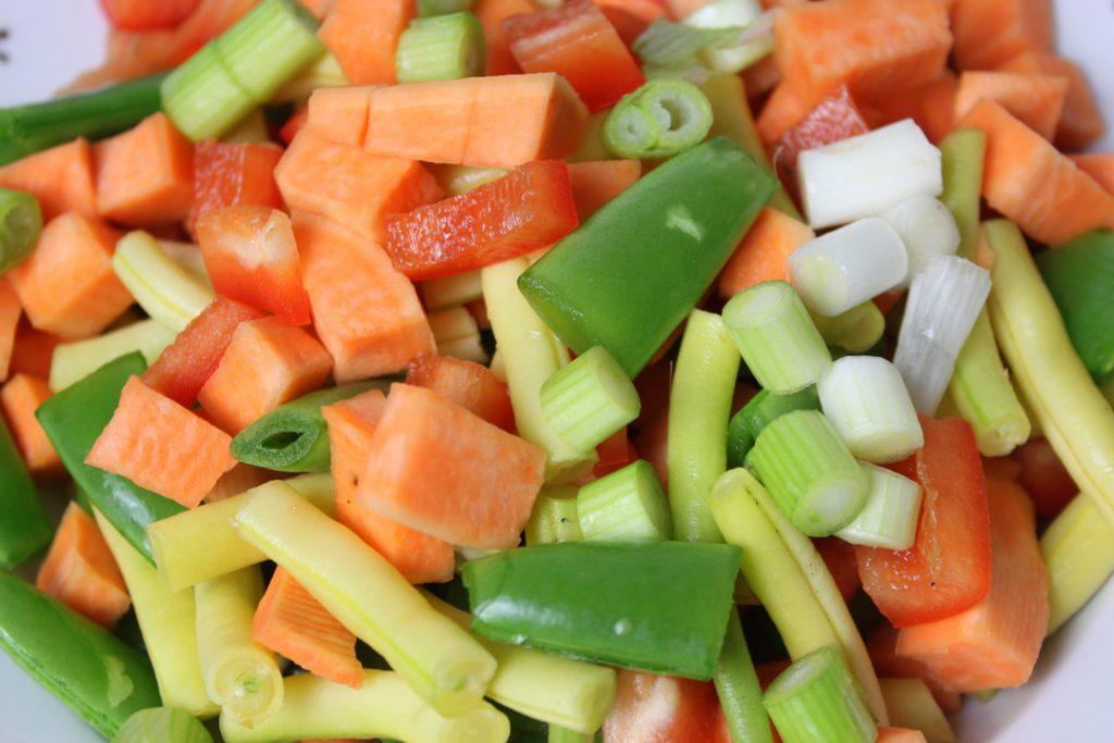 Das Gemüse scharf anbraten