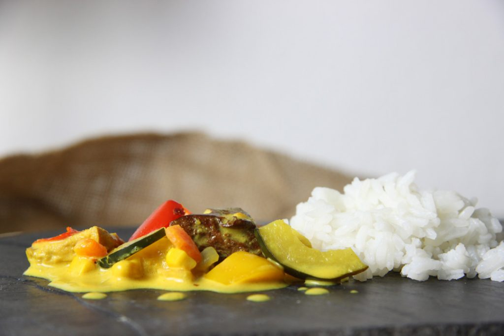 Scharfes Tofu Curry wärmt an kalten Tagen