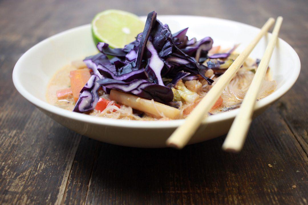 Vegane Curry Reisnudeln heizen Euch an kalten Tagen richtig ein