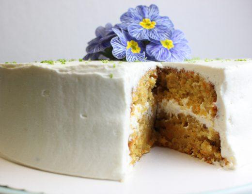 Genau das Richtige für die Ostertafel: Veganer Karottenkuchen mit Vanille-Frosting