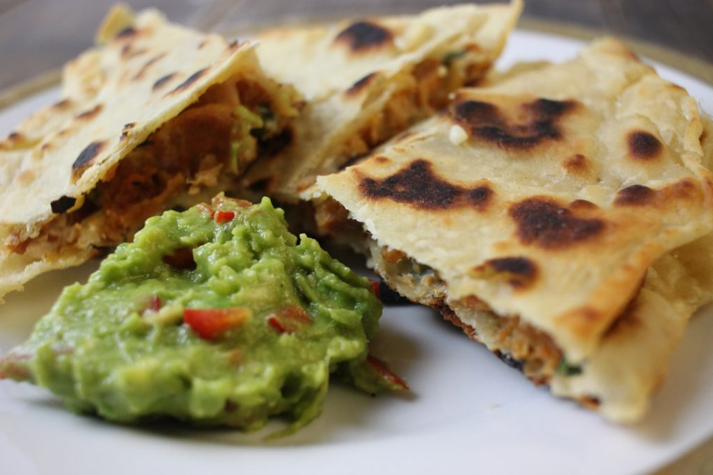 Vegetarische Quesadillas heiß genießen
