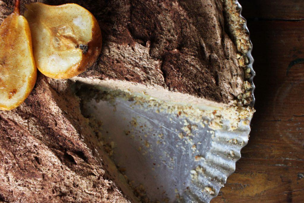 Die Birnen-Tarte könnt Ihr mit gebackenen Birnen oder auch mit Kakao und Zimt dekorieren