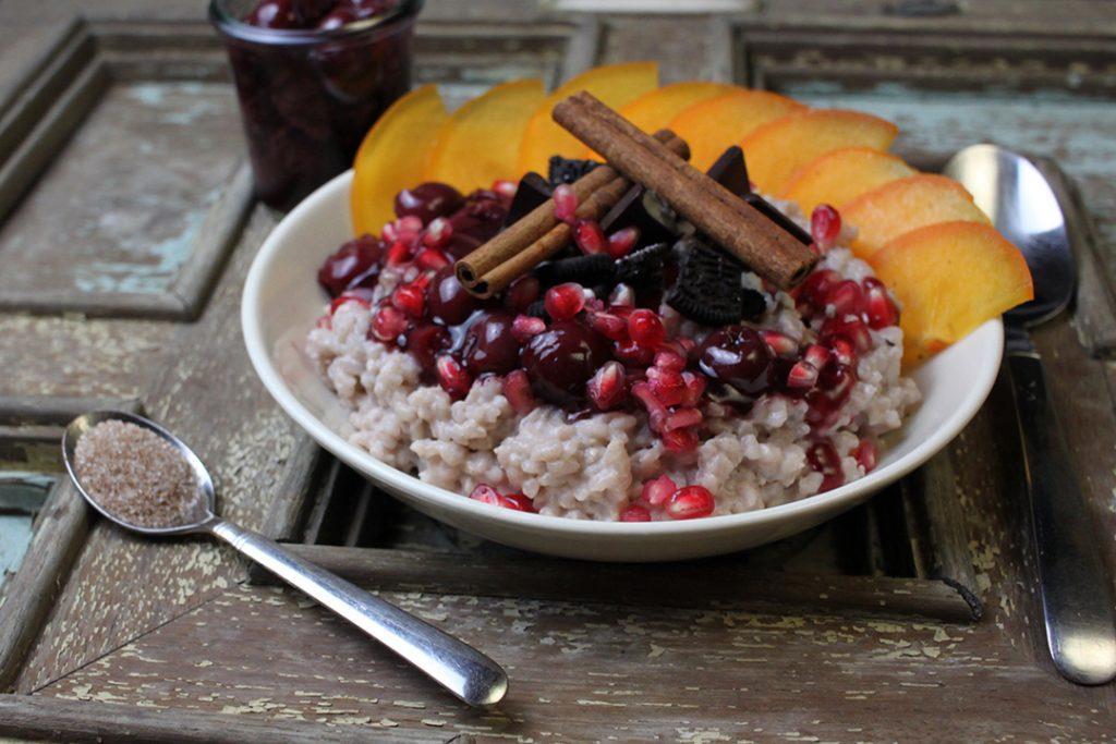 5 vegane Frühstücksideen: Nr. 1 Gewürz-Milchreis mit Zimt-Vanille-Kirschen
