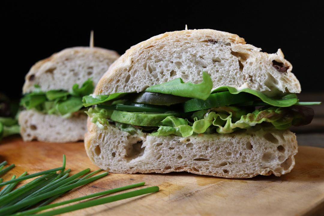 Grünes Sandwich: Schnell gemacht für ein veganes Picknick